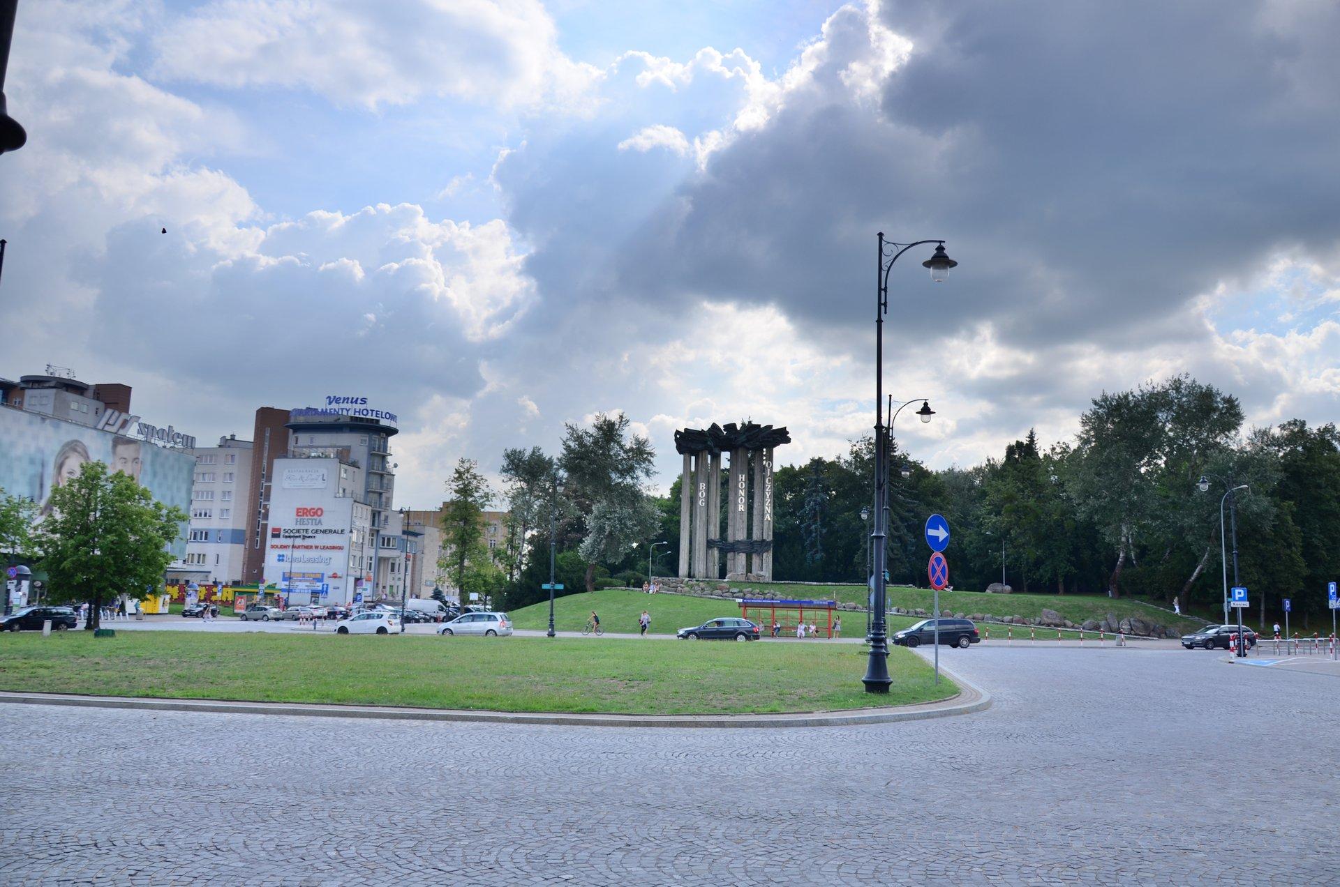 Białystok Plac NZS Niezależnego Zrzeszenia Studentów Liniarskiego Plac Uniwersytecki centrumfree photo darmowe zdjęcie