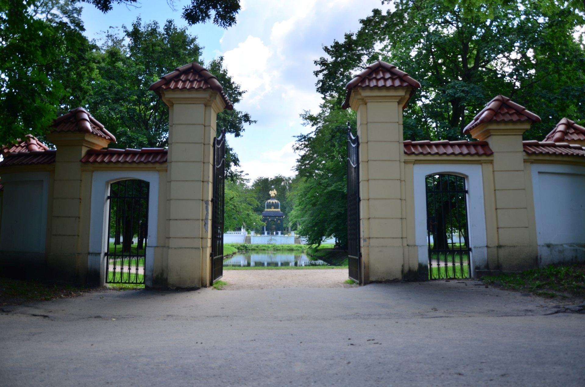 Białystok Pałac Branickich mur ogrodzenie bramafree photo darmowe zdjęcie