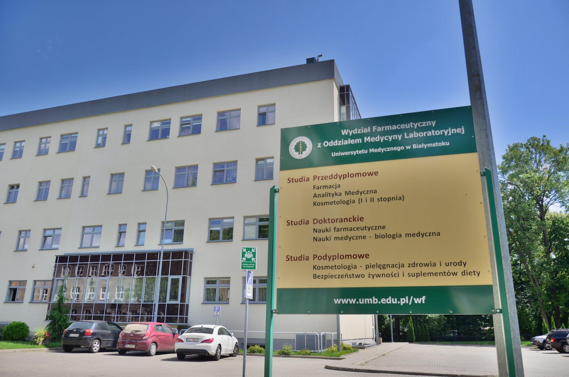 Białystok Uniwersytet Medyczny Wydział Farmaceutyczny UMB farmacjafree photo darmowe zdjęcie