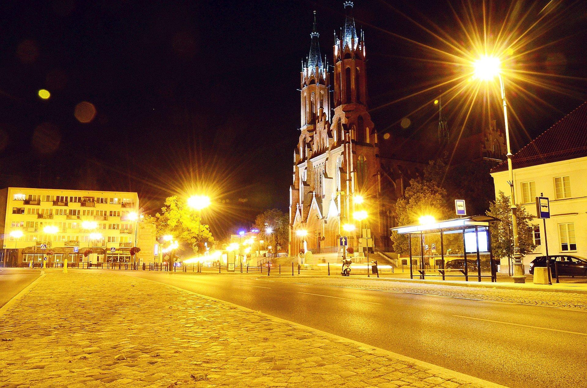 Białystok centrum noc nocą katedra przystanek Kilińskiegofree photo darmowe zdjęcie
