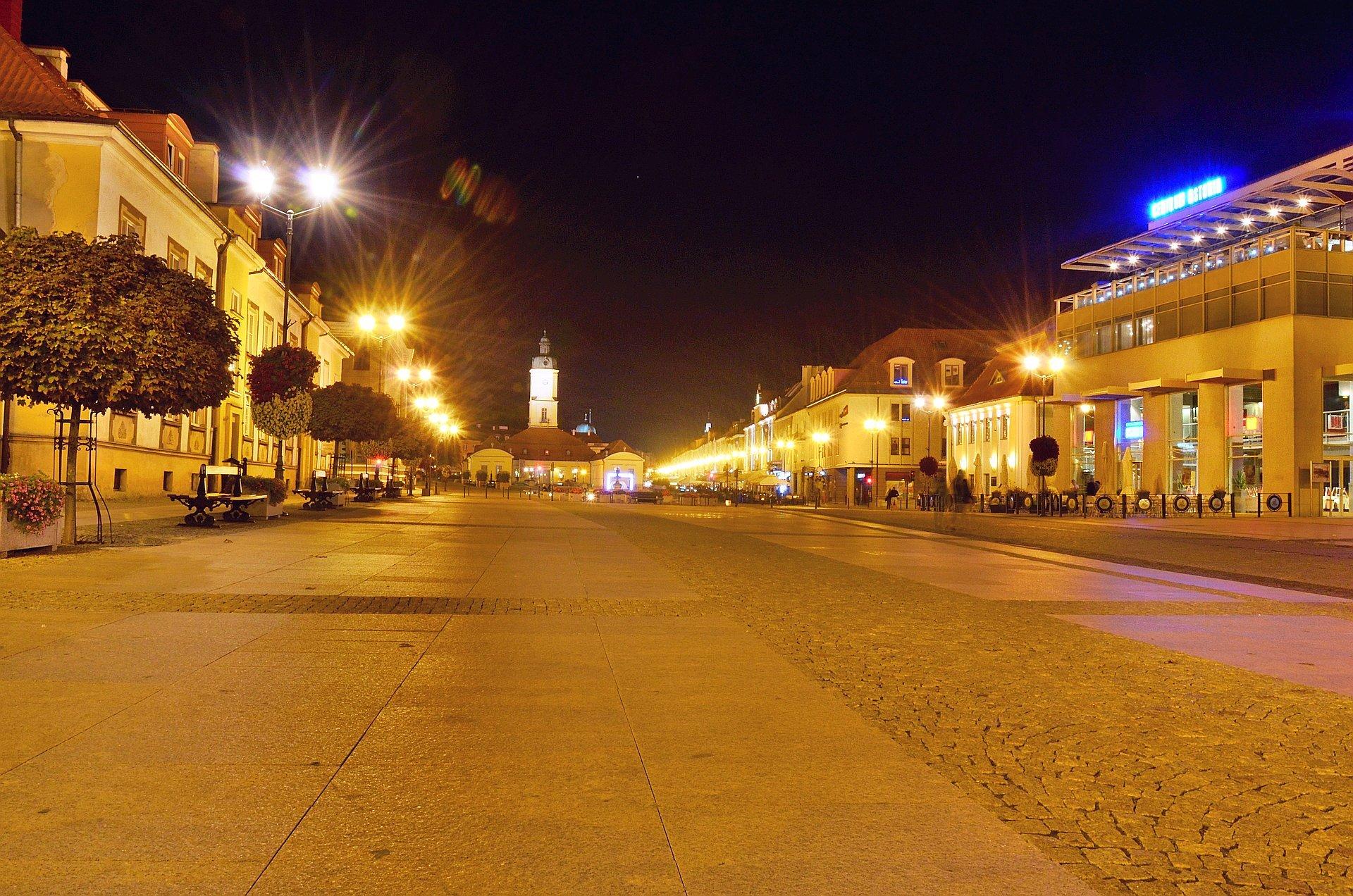 Białystok centrum noc nocą Rynek Kościuszki Astoriafree photo darmowe zdjęcie