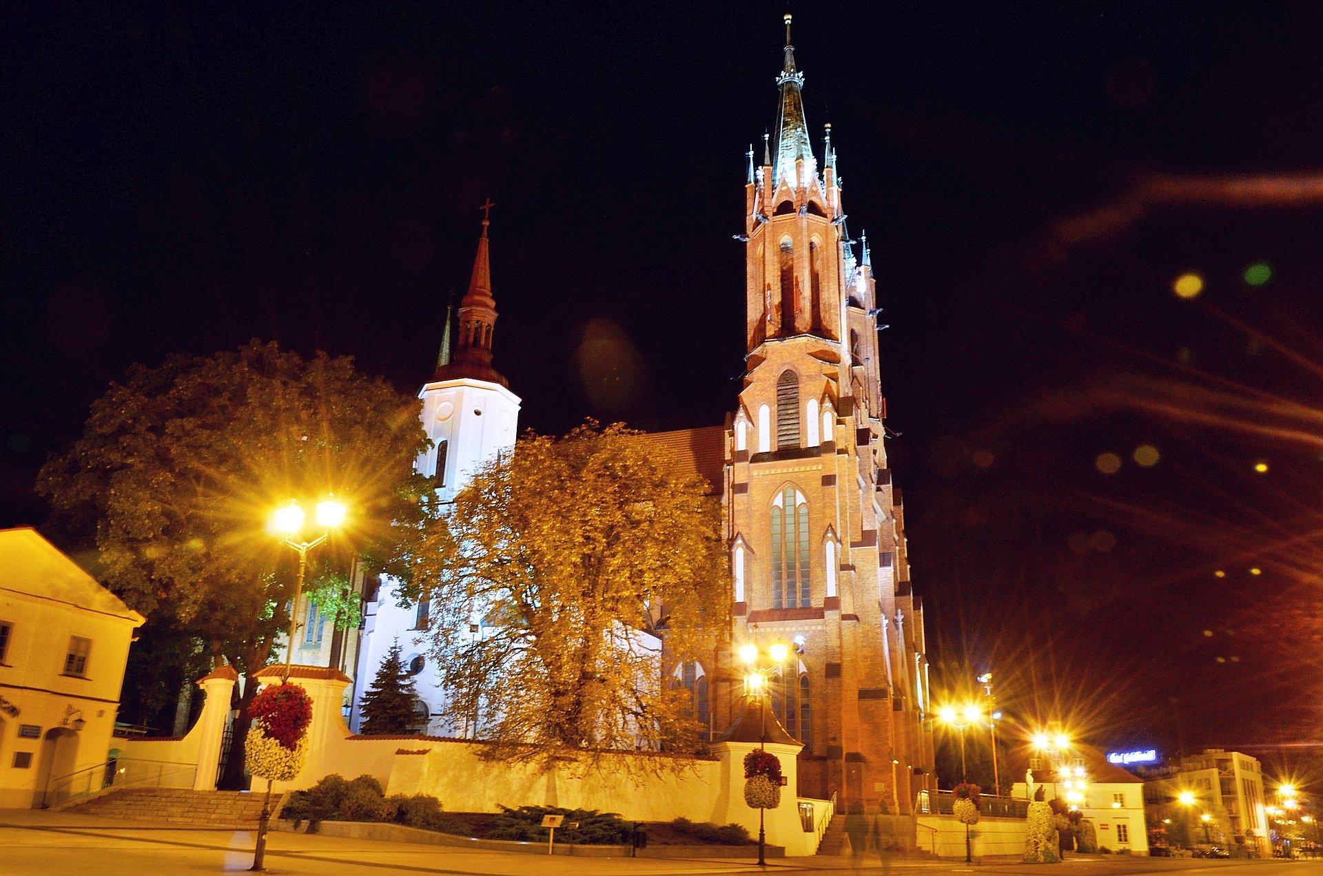 Białystok centrum noc nocą Rynek Kościuszki katedra kościół bazylika mniejszafree photo darmowe zdjęcie