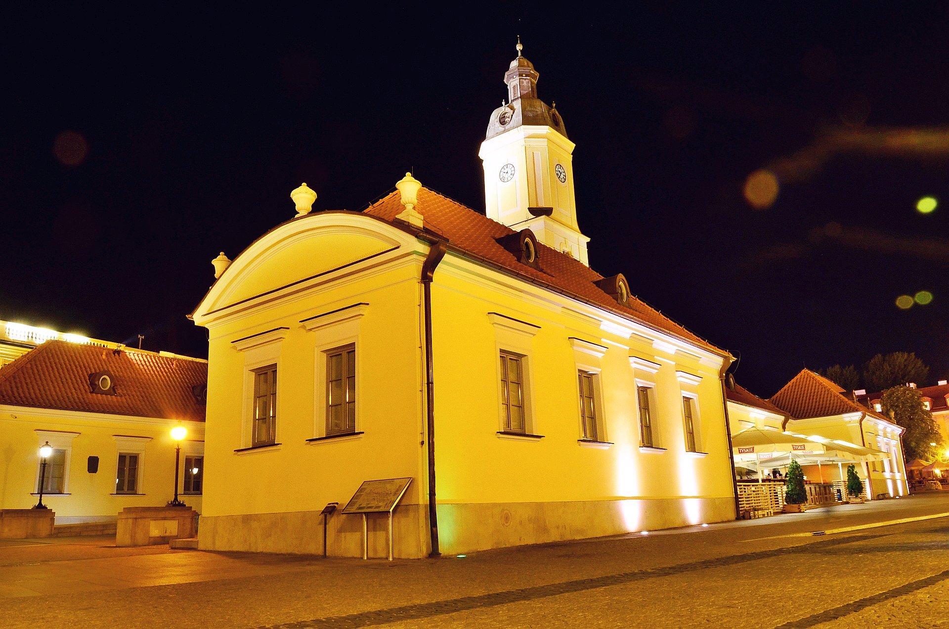 Białystok centrum noc nocą Rynek Kościuszki ratuszfree photo darmowe zdjęcie