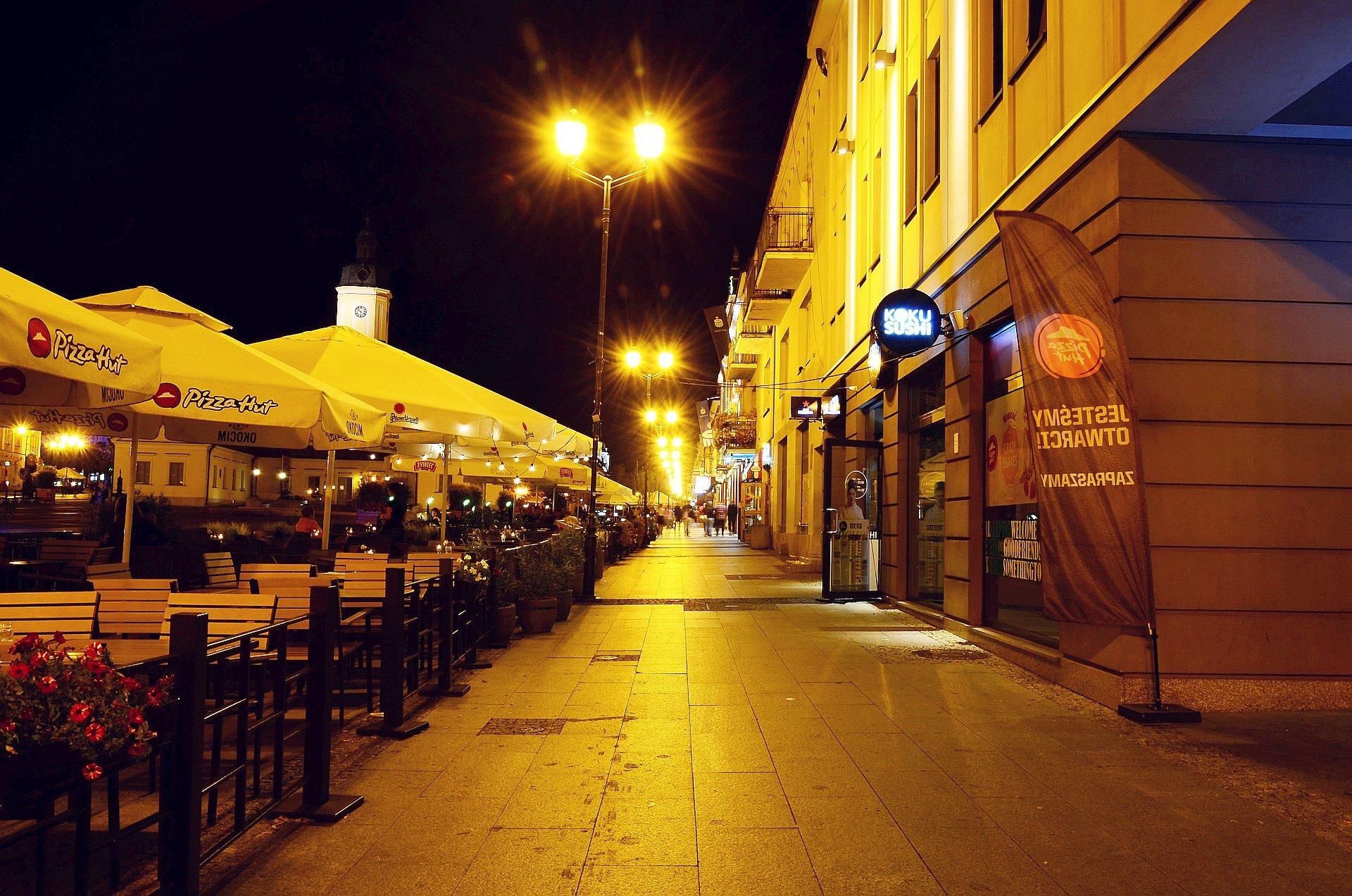 Białystok centrum noc nocą Rynek Kościuszkifree photo darmowe zdjęcie