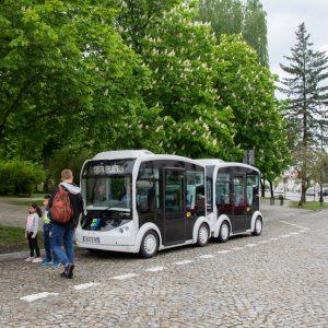 Po co testują taki mały autobus? Za dwa lata będzie bardzo potrzebny.