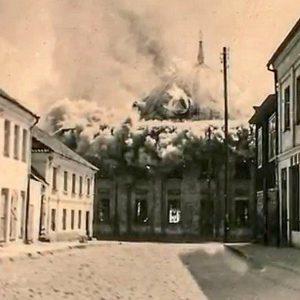 Wielka synagoga płonęła, 700 osób było w środku. Bohaterski Polak uratował 29 z nich.