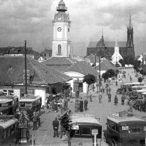 Pierwszy dworzec autobusowy był... przy ratuszu. Podróż do Warszawy trwała 5 godzin.