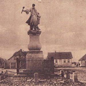 Pomnik człowieka, który nie miał czasu dla Tykocina stoi na głównym placu... Tykocina