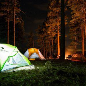 Podlaskie pod namiotem. Gdzie można się wybrać i jak szukać idealnej miejscówki?