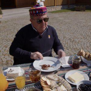 Robert Makłowicz w Kruszynianach! Zobacz film jak mistrz gotuje na Podlasiu!