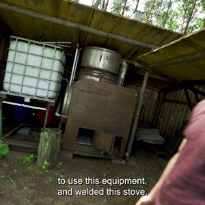Bimber podlaski jest znany w całej Polsce. Tak wygląda i działa leśna bimbrownia.